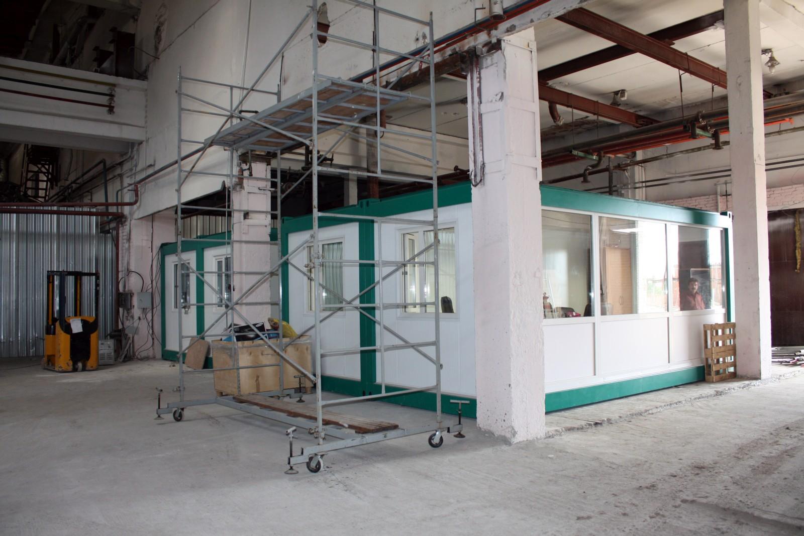 Несколько блок-модулей для организации офиса в цеху